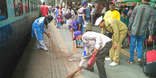 CLEANLINESS DRIVE AT SURAT RAILWAY STATION