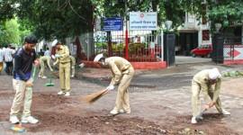 MUMBAI CENTRAL, DADAR, CST CLEANED BY NIRANKARI DEVOTEES