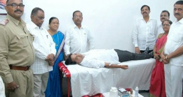 285 NIRANKARIS DONATE BLOOD AT NAVI MUMBAI AND DOMBIVALI