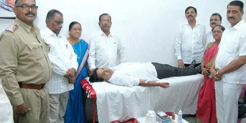 285 NIRANKARIS DONATE BLOOD AT NAVI MUMBAI AND DOMBIVALI